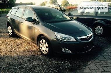 Opel Astra J ST 2012