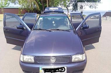 Volkswagen Polo sedan 1997