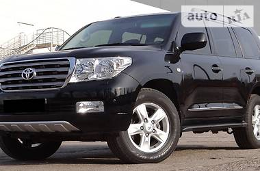 Toyota Land Cruiser 200 DIESEL 2011