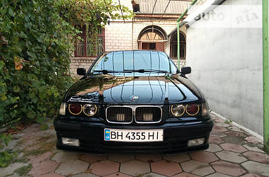 BMW 318 is 1992