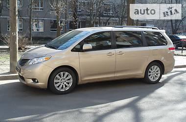 Toyota Sienna 3.5i 2013