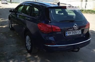 Opel Astra J SPORT TOURER 96 квт 2013