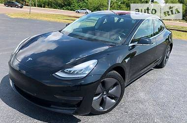 Tesla Model 3 LONGRANGE AUTO PILOT 2018