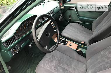 Mercedes-Benz 300 1989