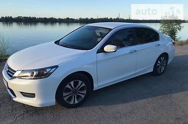 Honda Accord 2.4 I  White Ice 2013