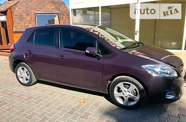Toyota Auris Luxury 2011