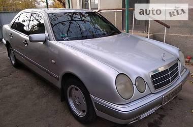 Mercedes-Benz 220 1996