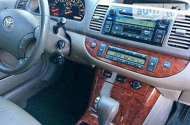 Toyota Camry xle restail 2004
