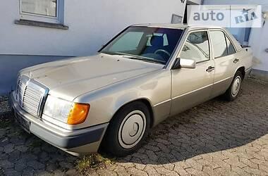 Mercedes-Benz E 200  1990