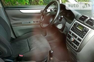 Toyota Avensis Verso  2002