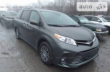 Toyota Sienna XLE Limited 2020