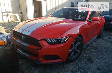 Ford Mustang Fastback V6 2014