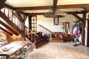 Продается дом на 2 этажа 499.6 кв. м с участком