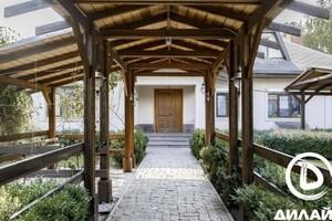 Продается одноэтажный дом 320 кв. м с мансардой