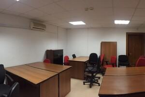 Продається офіс 329.4 кв. м в нежитловому приміщені в житловому будинку