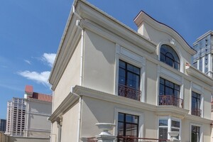 Продається будинок 3 поверховий 575 кв. м з терасою