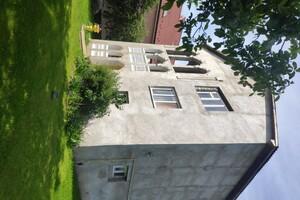 Продається будинок 2 поверховий 198 кв. м з верандою