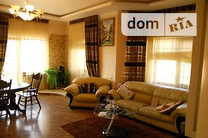 Продается дом на 2 этажа 370 кв. м с беседкой