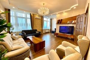Продається 4-кімнатна квартира 175 кв. м у Одесі