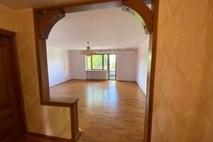 Продается дом на 3 этажа 275 кв. м с бассейном
