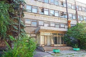 Продается помещения свободного назначения 3700 кв. м в 4-этажном здании