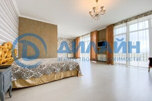 Продается дом на 2 этажа 380 кв. м с гаражом