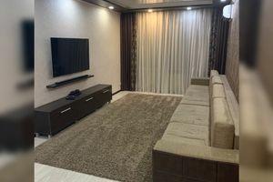 Продається 4-кімнатна квартира 80 кв. м у Херсоні