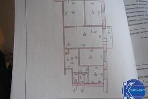 Продається 4-кімнатна квартира 63 кв. м у Херсоні