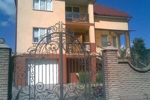 Продается дом на 2 этажа 270 кв. м с участком