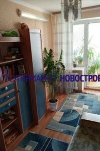 Продается 3-комнатная квартира 63 кв. м в Полтаве