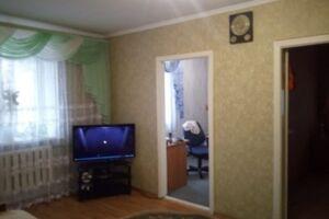 Продається 4-кімнатна квартира 64 кв. м у Херсоні
