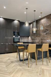Продается 3-комнатная квартира 109 кв. м в Киеве