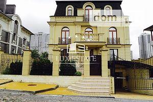 Продається будинок 3 поверховий 500 кв. м з каміном