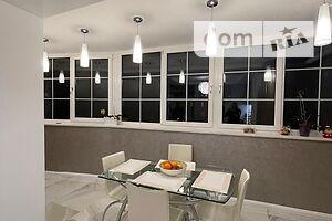 Продается 4-комнатная квартира 150 кв. м в Ровно