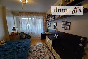 Продается 4-комнатная квартира 77 кв. м в Ужгороде