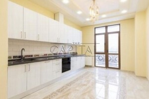 Продается 3-комнатная квартира 107 кв. м в Киеве