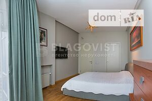 Продается 4-комнатная квартира 144 кв. м в Киеве