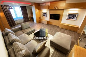 Продается 4-комнатная квартира 160 кв. м в Днепре