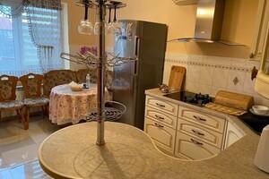 Продается дом на 2 этажа 223 кв. м с камином