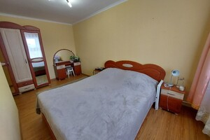 Продається 2-кімнатна квартира 69.1 кв. м у Тернополі