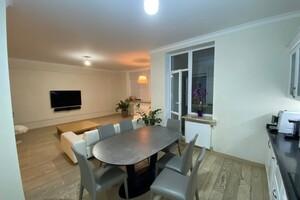 Продається 4-кімнатна квартира 160 кв. м у Києві