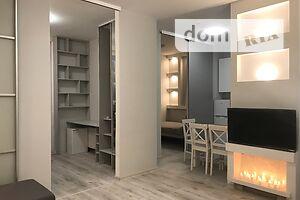 Продається 3-кімнатна квартира 40 кв. м у Києві