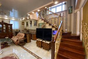 Продається будинок 3 поверховий 297 кв. м з подвалом