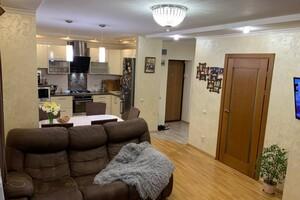 Продается 4-комнатная квартира 128 кв. м в Ивано-Франковске