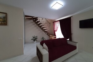 Продается 4-комнатная квартира 131.3 кв. м в Ивано-Франковске