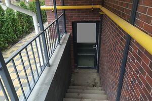 Продається нежитлове приміщення в житловому будинку 58 кв. м в 8-поверховій будівлі