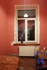 Продається 4-кімнатна квартира 70 кв. м у Херсоні