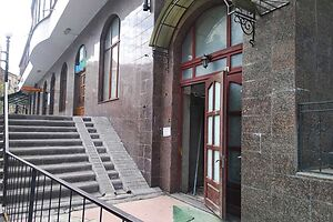 Продається кафе, бар, ресторан 293.2 кв. м в 11-поверховій будівлі
