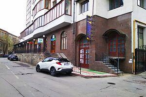 Продається об'єкт сфери послуг 293.2 кв. м в 11-поверховій будівлі