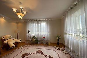 Продается 4-комнатная квартира 260 кв. м в Ровно
